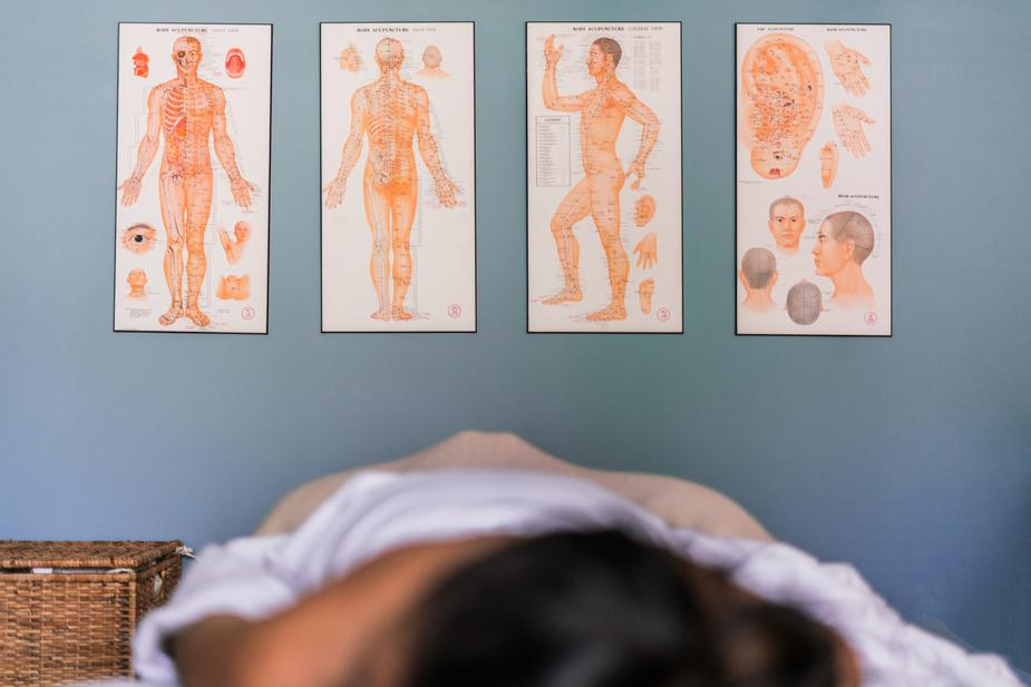 Acupuncture vs. Acupressure: What's the difference?